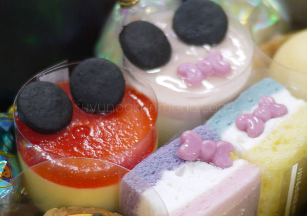 ベルメゾンおせち ミッキーマウス・シルエット三段重 オリジナルキャラクタースイーツ