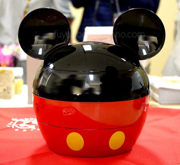 ベルメゾンおせち ミッキーマウス・シルエット三段重 重箱全体の画像