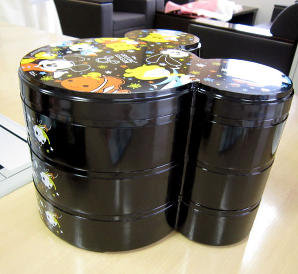 ベルメゾン ディズニーおせち ミッキー三段重 お重を重ねた画像