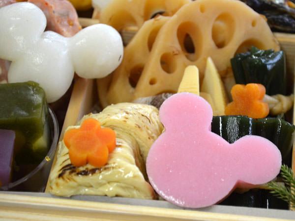 蒲鉾とお餅もミッキーマウスの形