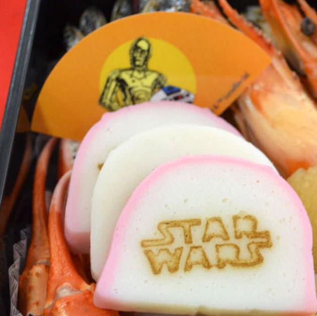 C-3POのバランとスターウォーズロゴの蒲鉾