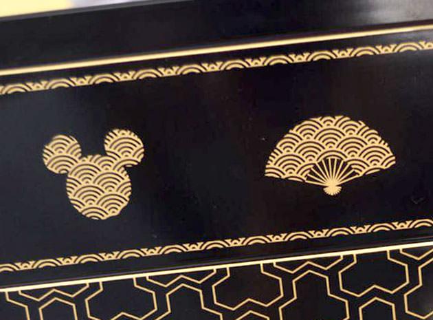 側面には和風なミッキーマウスのシルエット