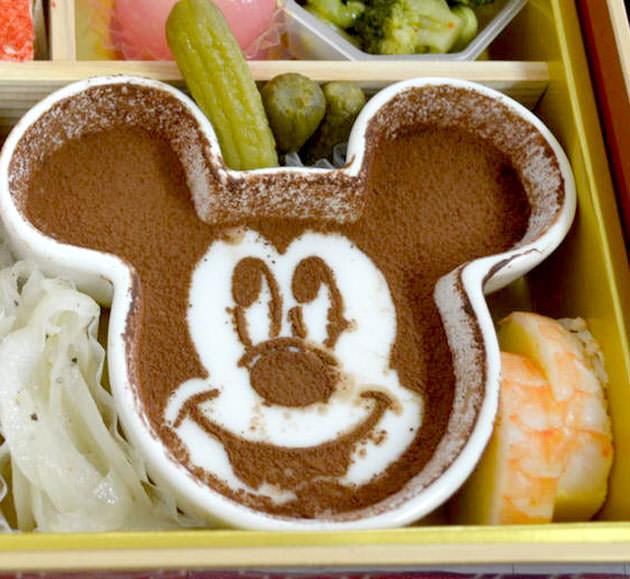 ミッキーマウス型のプリン