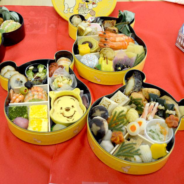 くまのプーさん・三段重 おせち料理全体の画像