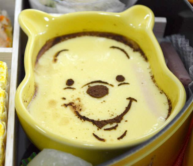 プーさんのフェイス型陶器に入ったデザート