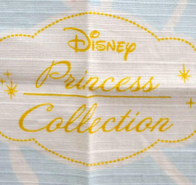 風呂敷の中心にはプリンセスコレクションのロゴ