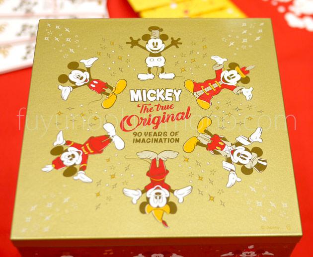蓋に描かれた歴代のミッキーマウス