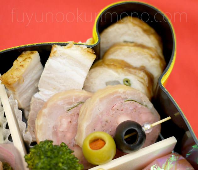「オリーブ」「ソフトサラミ風のチキン巻(チーズ入)」「 豚の塩麹焼」「鶏三色巻」