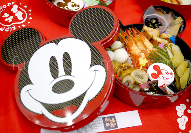 2019ディズニーおせち ミッキーマウス三段重は7年ぶりにミッキーの顔デザイン!詳細と感想