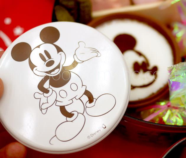 ミッキーマウスの顔を描いたプリン