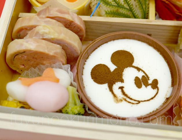 「ミッキーミルクプリン」とミニーマウス型の「シルエットもち」
