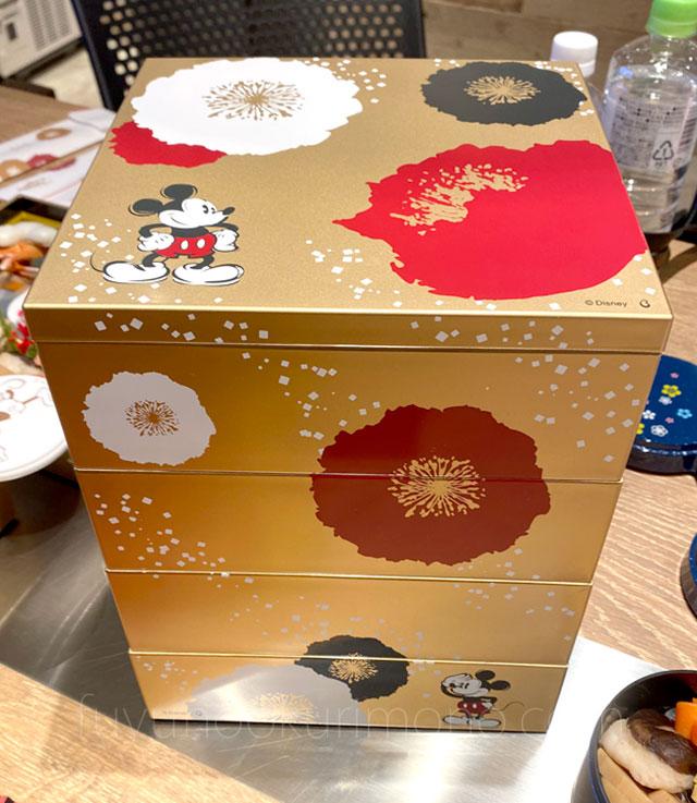 和風プレミアム四段重 重箱を積み重ねた画像