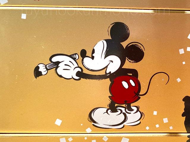 重箱の側面デザイン 拡大画像 筆を持ったミッキーマウス