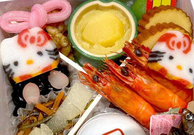 海老の旨煮や栗甘露煮、キティ型のかまぼこなど