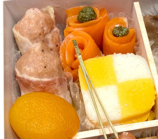 ベーコンチーズ巻きやスモークトラウトサーモン、市松錦玉子