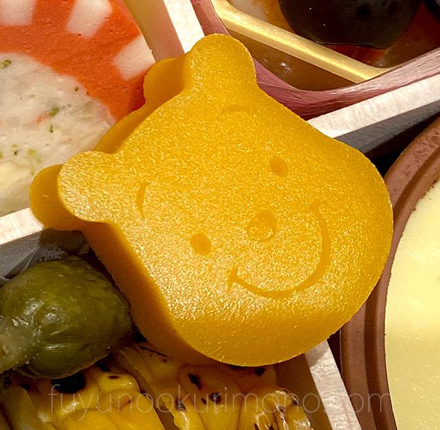 プーさんの顔型のかぼちゃムース